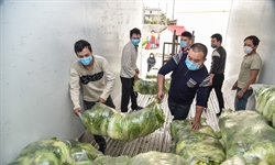 Wuhan strives to ensure food supply to residents