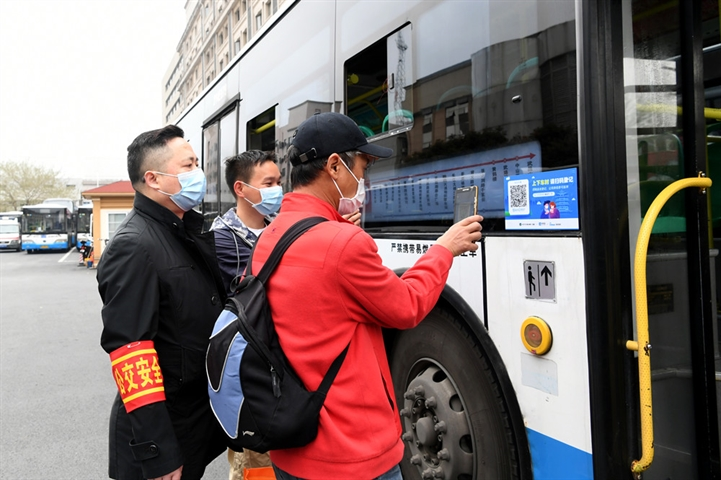 Wuhan buses hit the road after two-month lockdown