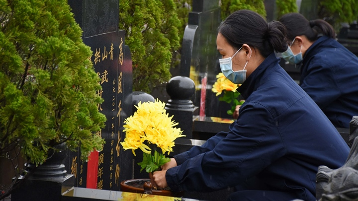 Over 26.3 mln Chinese mourn deceased online during Tomb-sweeping Day holiday