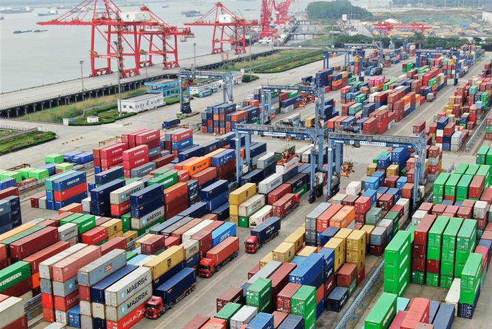China's foreign trade down 3.2% in H1