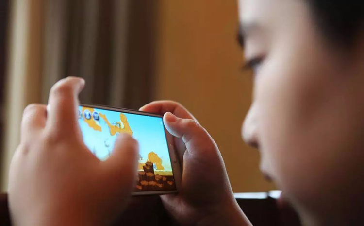 Mobile devices stealing away childhoods, study finds