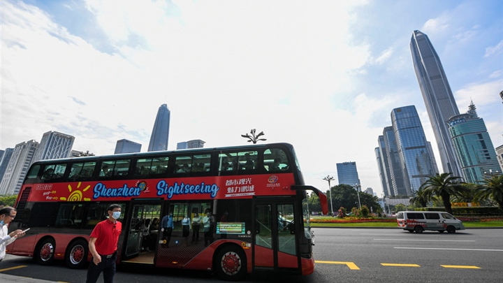 Shenzhen launches three sightseeing bus lines for tourists