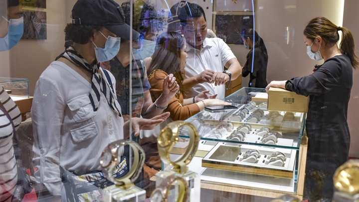 Chinese consumers to be mainstay of luxury market by 2025, report says