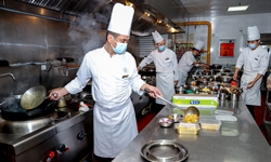 China's catering sector bounces back during holiday