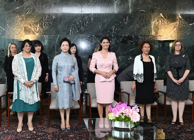 China's first lady Peng Liyuan visits Brazil's Palace of the Dawn