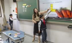 Visiting math teachers from the UK conduct classes in Shanghai